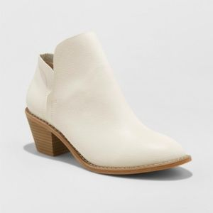 Universal Thread White Indie Ankle Heeled Bootie